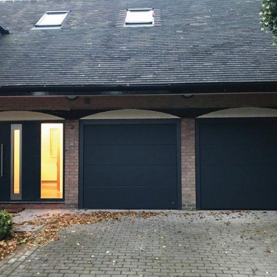 Side elements with garage doors